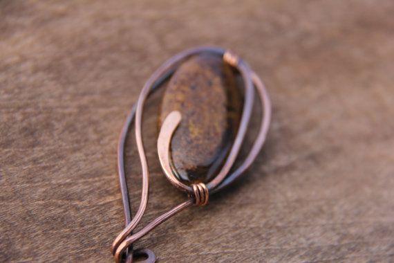 En este pin mantenía la forma y la forma simple, para mostrar de la belleza de piedra. Inclusiones de color bronce encantador brillan a tan linda. Tiene algo de peso debido a la gran piedra, mejor para tejidos voluminosos o tejidos de ganchillo. El PIN es 3 o 8 cm de largo. El cobre tiene acabado desnudo, por lo que se oxidan con el tiempo, puede restaurar el brillo puliéndolo con un paño de pulido. Mantener en lugar seco, preferentemente en bolsa hermética.