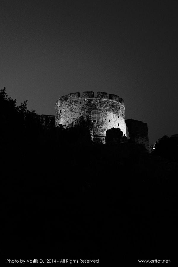 O Pyrgos tou Trigoniou (2014) Thessaloníki Ano Poli by Vasilis D.  URL: www.artfot.net twitter: www.twitter.com/vasilisbiz  #blackandwhite #streetphotography #street #tower #monument #ruins #Greece #Thessaloniki #Anopoli