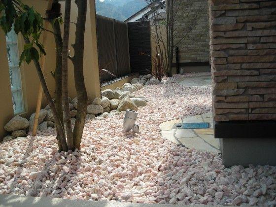 砂利 レンガ 乱形石 ピンコロ石の取り扱いを始めました 石材もエクスショップへ 庭 砂利 おしゃれ 庭 庭 砂利