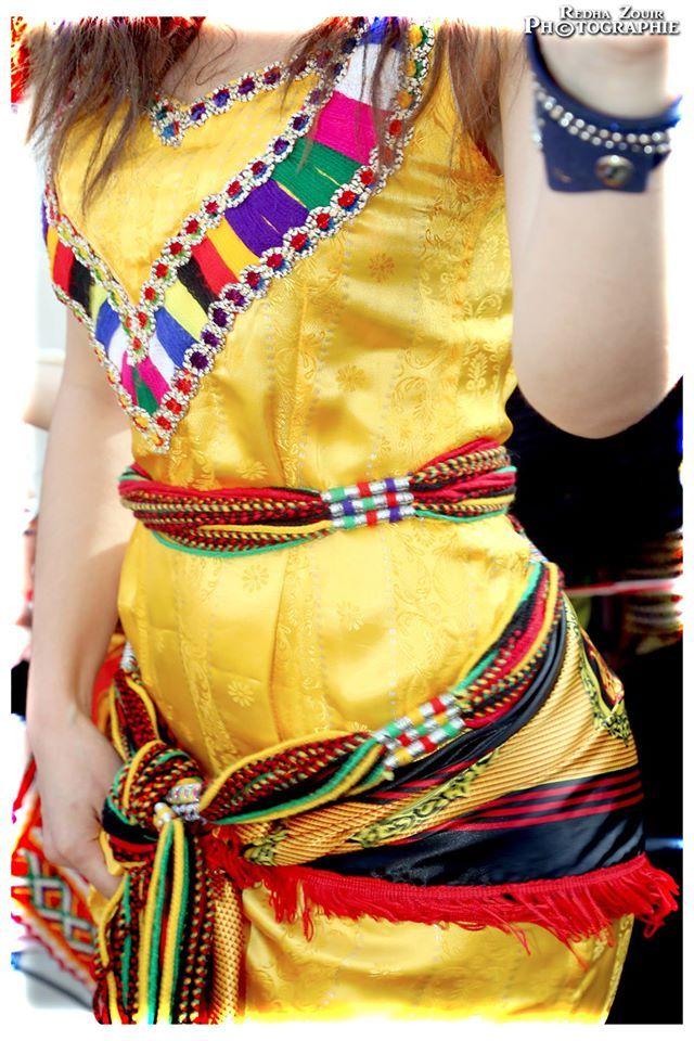 Les 608 meilleures images du tableau femmes et robes for Maison kabyle moderne
