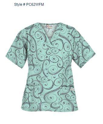 """Blusa Médica UA Windy Fresh Mint Le encantará el estilo suelto y cómodo de nuestra blusa médica estampada con cuello en forma de V. Esta blusa médica presenta aberturas a los lados para un mejor ajuste a la cadera. También tiene dos amplios bolsillos al frente para almacenamiento. Tela estampada """"Windy Fresh Mint"""" es 55/45 algodón/poliéster. El largo aproximado para talla M es 27.5"""". spacer Style # PC62WFM"""