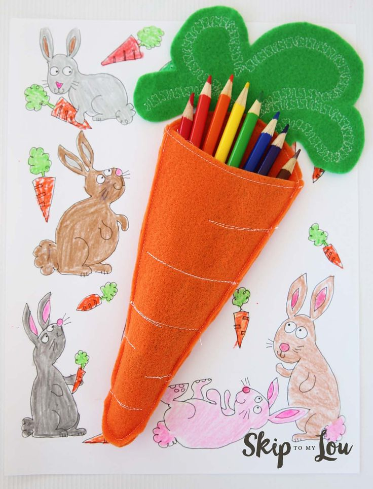 These felt carrot pencil holders are perfect for a child's Easter table! They make the perfect decoration and entertainment all in one! Free template! MichaelsMakers Skip to My Lou