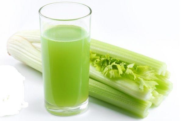 Cura cu suc din frunze de telina. 8 boli tratate cu acest suc hranitor