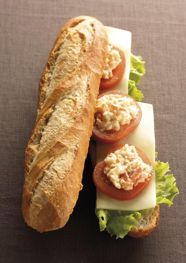 Le Nature : duo carottes et choux, mayonnaise, rondelles de tomate, fines tranches de comté affiné, salade verte.