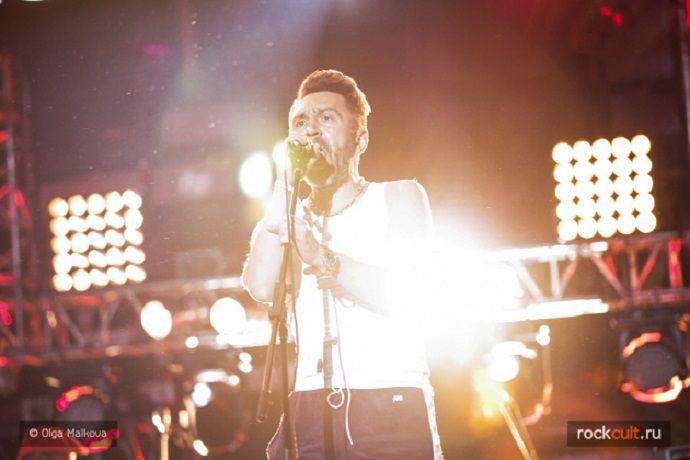Сергей Шнуров опубликовал стих о новой песне Бориса Гребенщикова - http://rockcult.ru/news/snur-published-poem-about-grebenshikov-song/