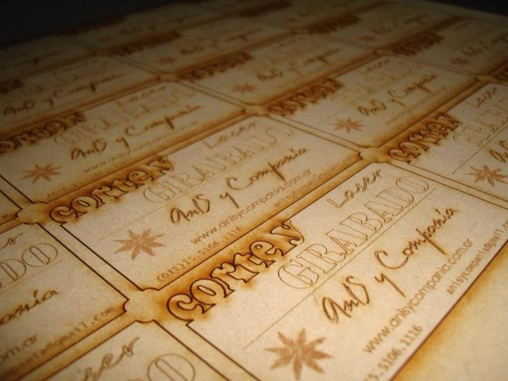 Tarjetas personales en madera