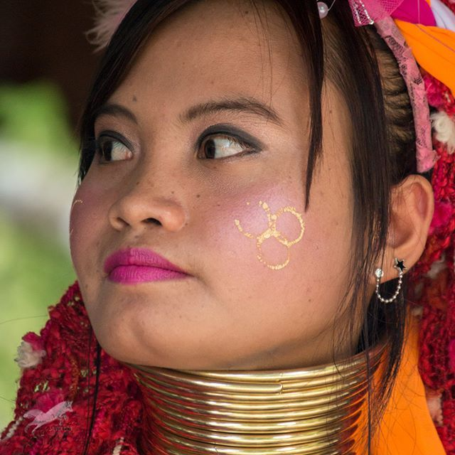 This young beautiful lady is from the Karen Tribe who live in the Baan Tong Luang hill village of Northern Thailand. Some people may frown upon visiting such as a place where the lives of an endogenous people have become commercialized. However if you knew the backstory you may feel a bit different.  The Long-neck Karen (Kayan) people are refugees in Thailand since 1985 which is the result of the war fighting in their homeland Myanmar from which there is still much unrest even today. The…