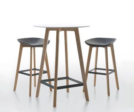 Piękne, wygodne, nowoczesne - najnowsze barowe krzesło i stolik. Oryginalny design i najwyższej klasy wykonanie z naturalnych materiałów.