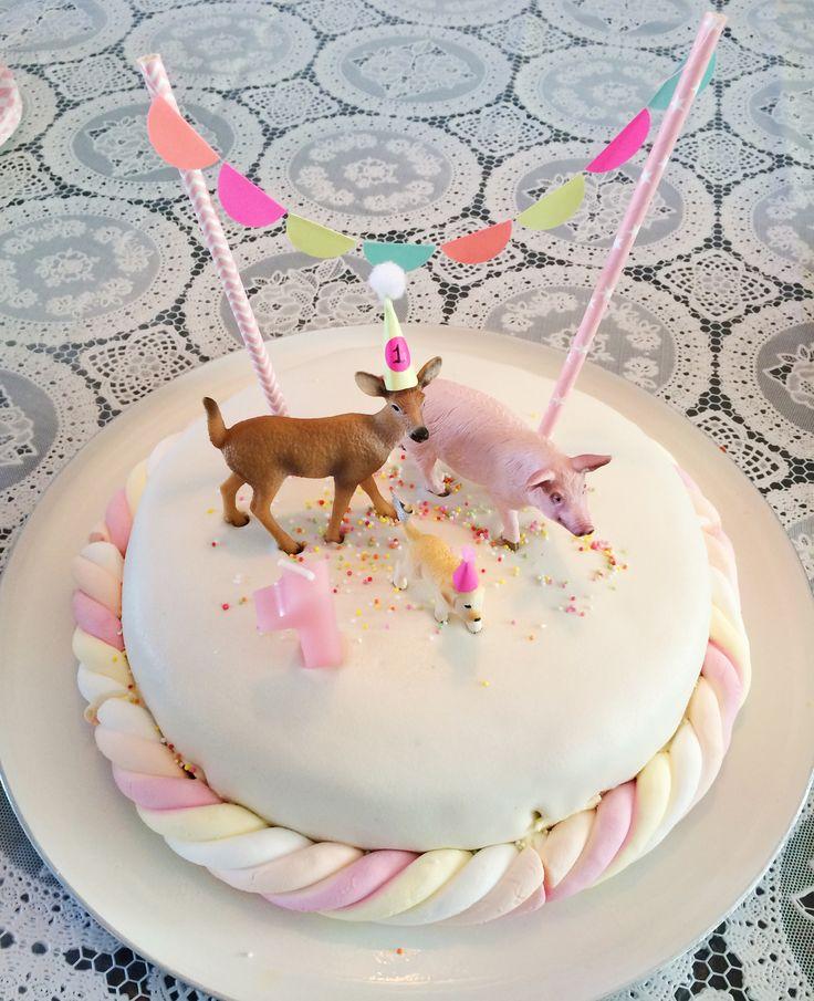 Taart met dieren! Een bekend pinterest idee, maar zooo leuk en makkelijk! Easy cake!