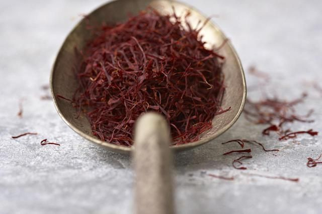 What is saffron extract? What are the healing benefits of saffron extract? Get the lowdown on this nutritional supplement.