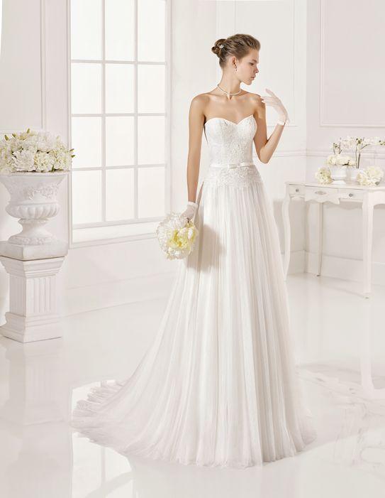Présentation de gamme de robe de mariée White One