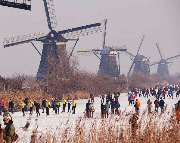 Windmills and skating on the canal in Echt, Holland | Guided Tours | www.sightseeingholland.com