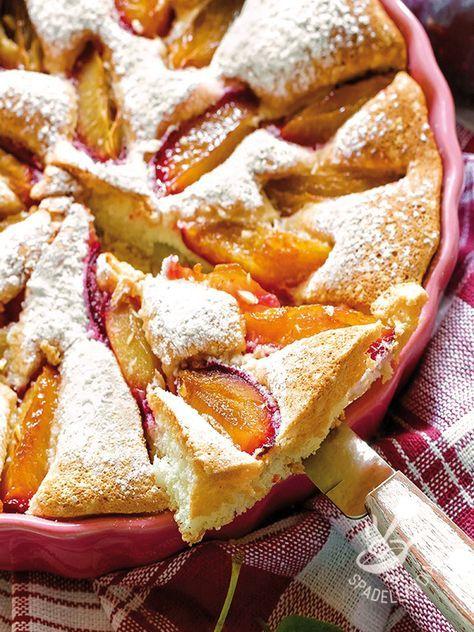 La Torta allo yogurt e susine porta la natura a tavola. Il gusto delle torte alle frutta è davvero impareggiabile. Servitela con gelato alla crema.