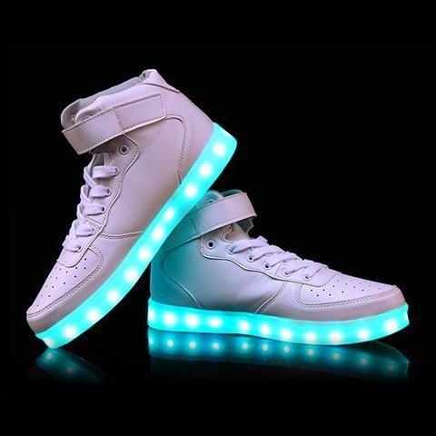 Hvite LED sko -   LED-skoene finner du i nettbutikken ledtrend.no. Prisene på ledskoene varer varierer fra 599-, og oppover, GRATIS frakt på alle varer. Vi har mange forskjellige LED-sko, ta en titt da vel? på: www.ledtrend.no