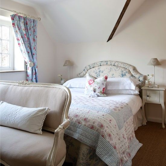 Lovely: Cotswold Cottages, Vintage Styles Bedrooms, Bedrooms Pictures, Shabby Chic, Country House, Interiors Design, Vintage Styl Bedrooms, Vintage Bedrooms, Bedrooms Vintage