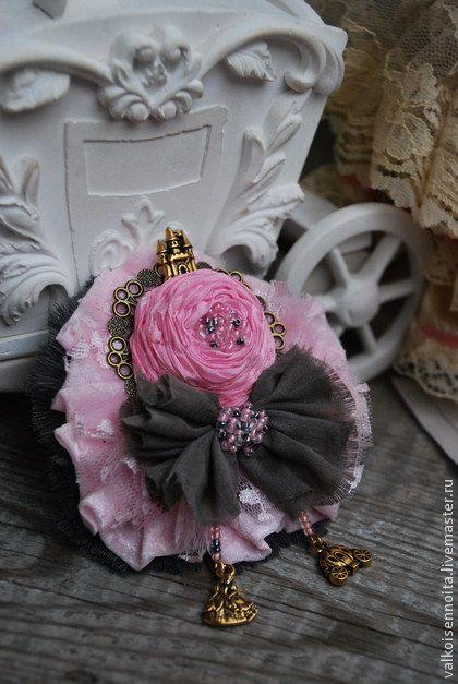 """Брошь """"Cinderella"""" - текстильная брошь,кружевная брошь,роза-брошь,золушка"""