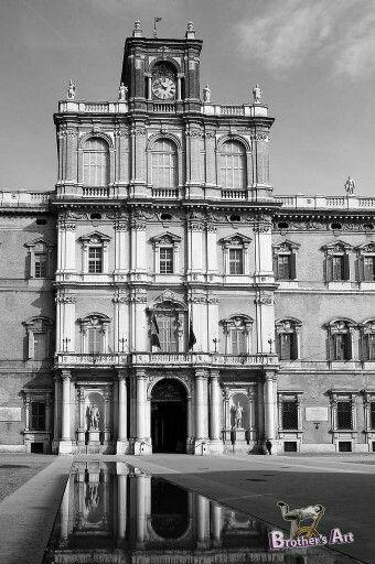 Modenapalace