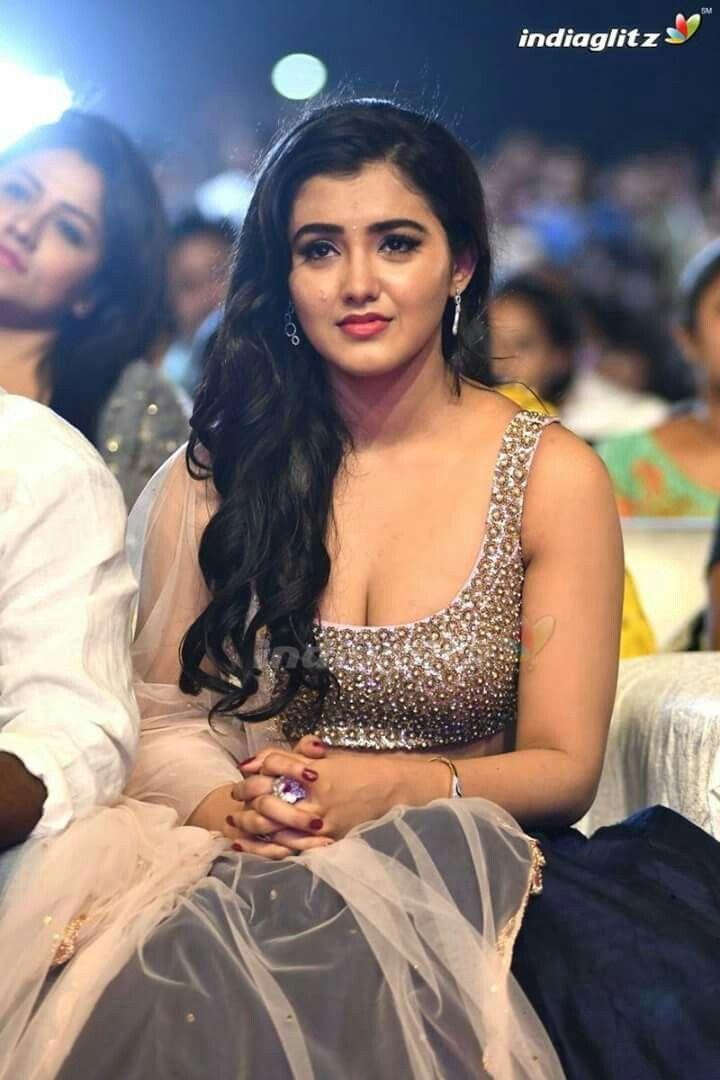 Pin By Eswaran On Malavika Sharma Actresses Actress Photos Tamil Actress Photos