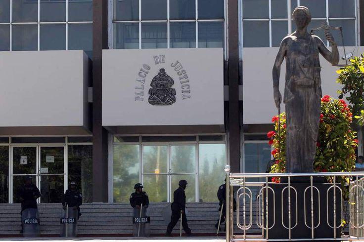 Corte Suprema dictará sentencia contra implicados en plan para asesinar a Juan Orlando Hernández. La Corte Suprema emitirá notificará del fallo en las próximas horas. http://www.laprensa.hn/honduras/1054167-410/corte-suprema-dictar%C3%A1-sentencia-contra-implicados-en-plan-para-asesinar-a-juan