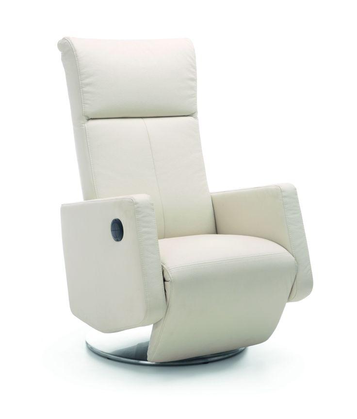 Wygodny fotel kolekcji RICH to połączenie wysokiego komfortu wypoczynku i estetyki. Zamontowana w fotelach funkcja relax umożliwia wysunięcie podnóżka, odchylenie oparcia oraz obracanie wokół osi. Rekomendowana tkanina: jednolita oraz skóra naturalna, 102-105/71/79-143. Od 1.784 zł, Meble Wajnert