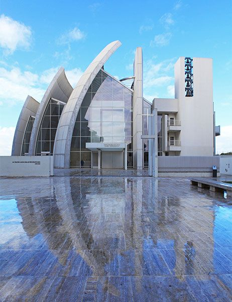12 Striking Concrete Buildings. The Jubilee Church- Just outside Rome