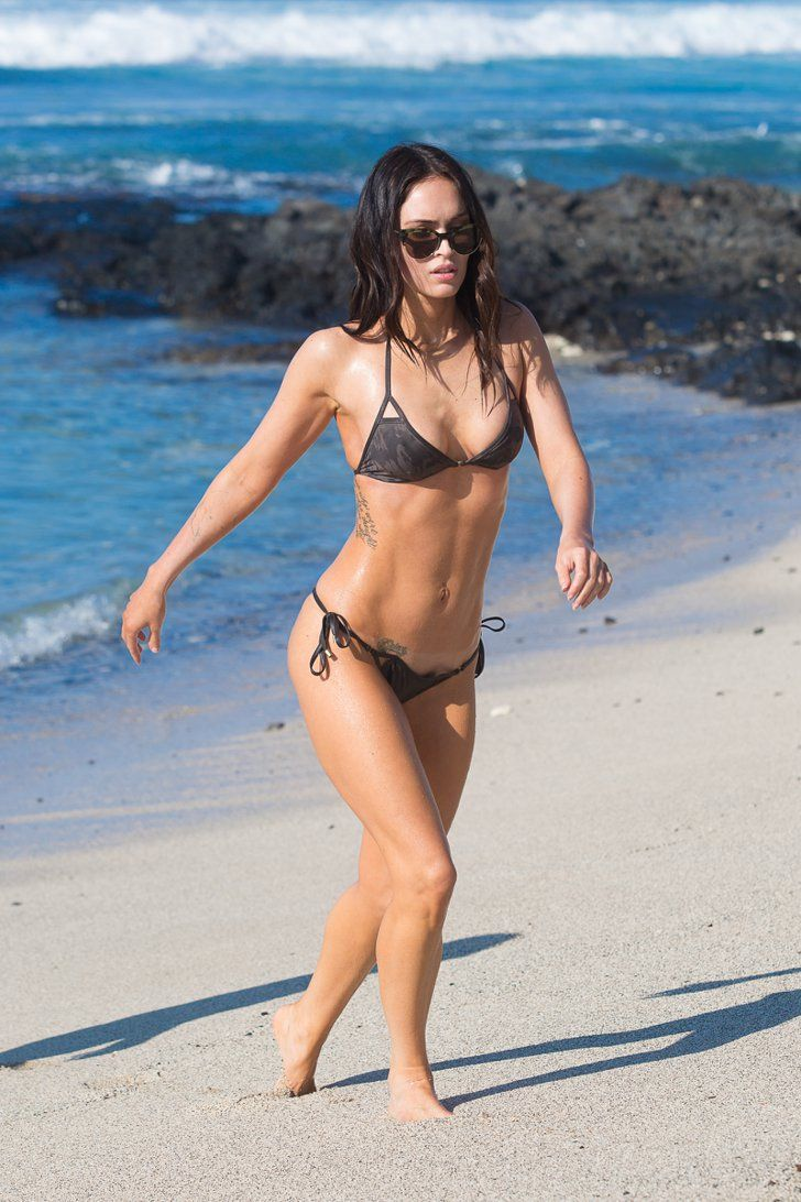Pin for Later: Megan Fox Shows Off Her Insane Bikini Body on the Beach With Brian Austin Green
