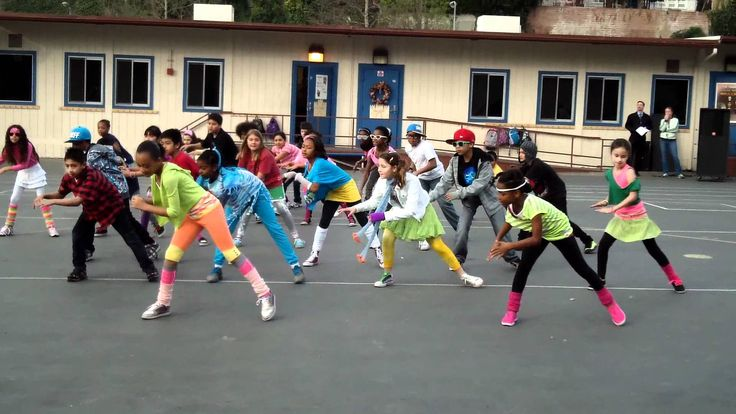 NO SCREAMING VERSION: http://www.youtube.com/watch?v=KIJzI38ZPds My class practiced and practiced to surprise our school during the morning assembly with the...