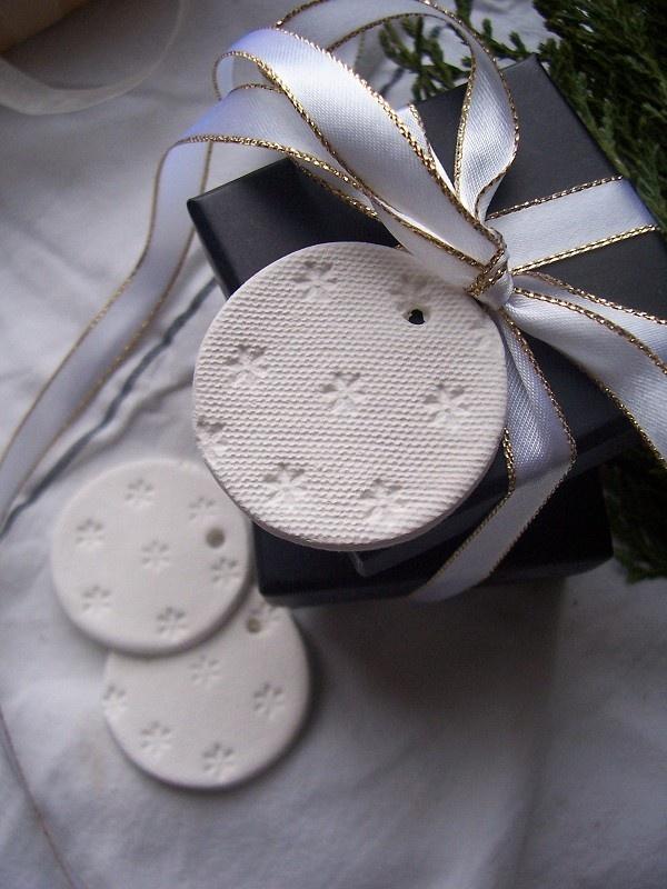 Sweet Daisy Mini Clay Tags - set of 3. $10,00, via Etsy.