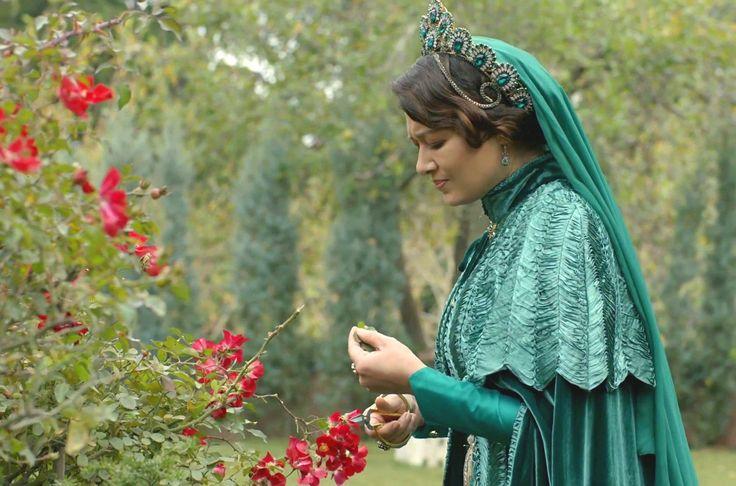 Kösem Sultan (Nurgül Yeşilçay) (32. bölüm)
