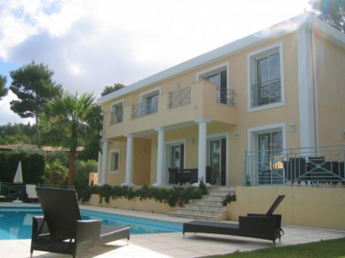 Feel like home at Vacation Home Rentals France  Book Vacation Rentals by owner France and feel like home when you go to your vacations and make your travelling more enjoyable and memorable. For further details visit:  http://www.vacationhomerents.com/property/FRA/country/Vacation-Home-Rent-France