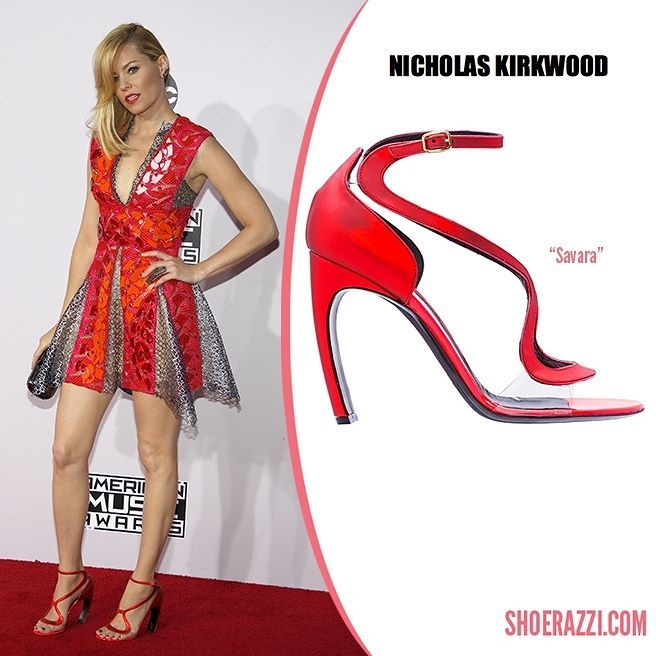 Elizabeth Banks wore Nicholas Kirkwood Savara sandals to the 2014 American Music Awards held at the Nokia Theatre L.A.