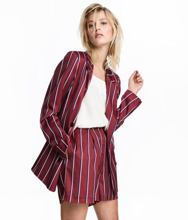 Burgundy/striped. High-waisted shorts in woven fabric with a zip fly and hook-and-eye fasteners. Side pockets and  mock back pocket.