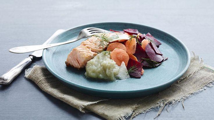 Sprød laks, rå grøntsager og sellericreme   Mad