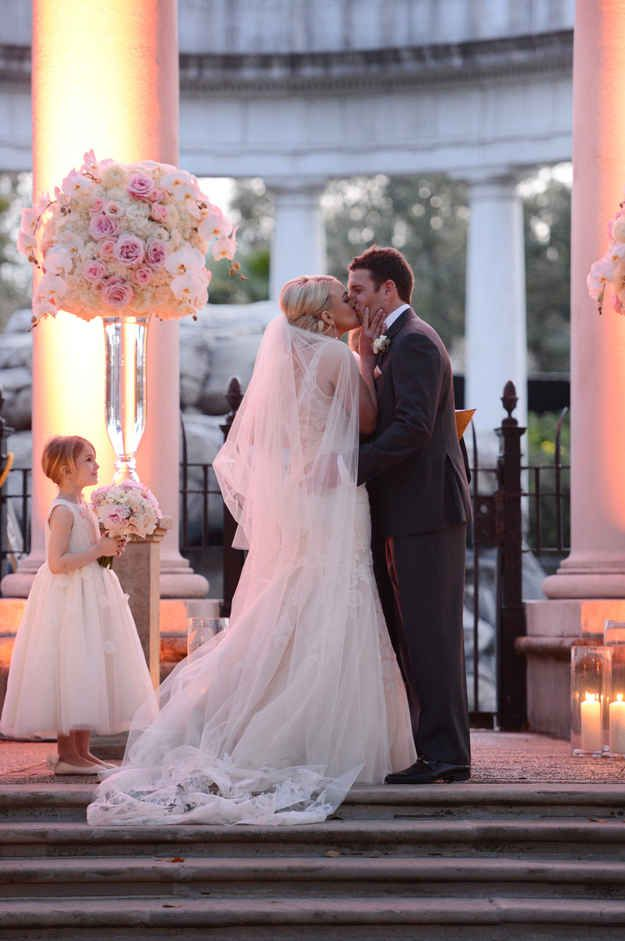 britney spears wedding photos flowers colors