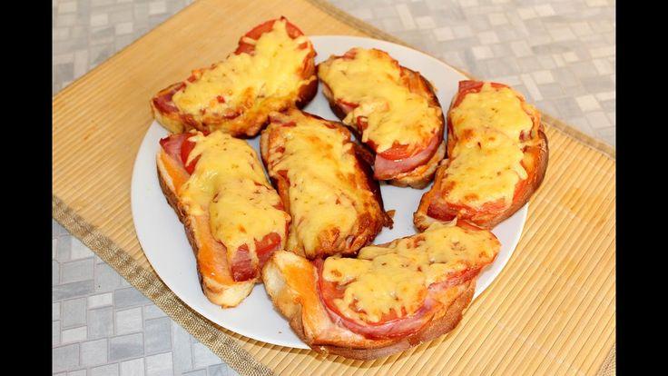 Горячие бутерброды с ветчиной и сыром.