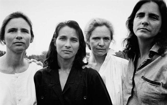 Τέσσερις αδελφές ποζάρουν από το 1975 μέχρι σήμερα