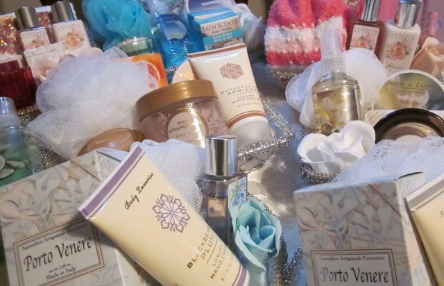Making Unique Gift Baskets / Best Tips For Making Spa Gift Baskets