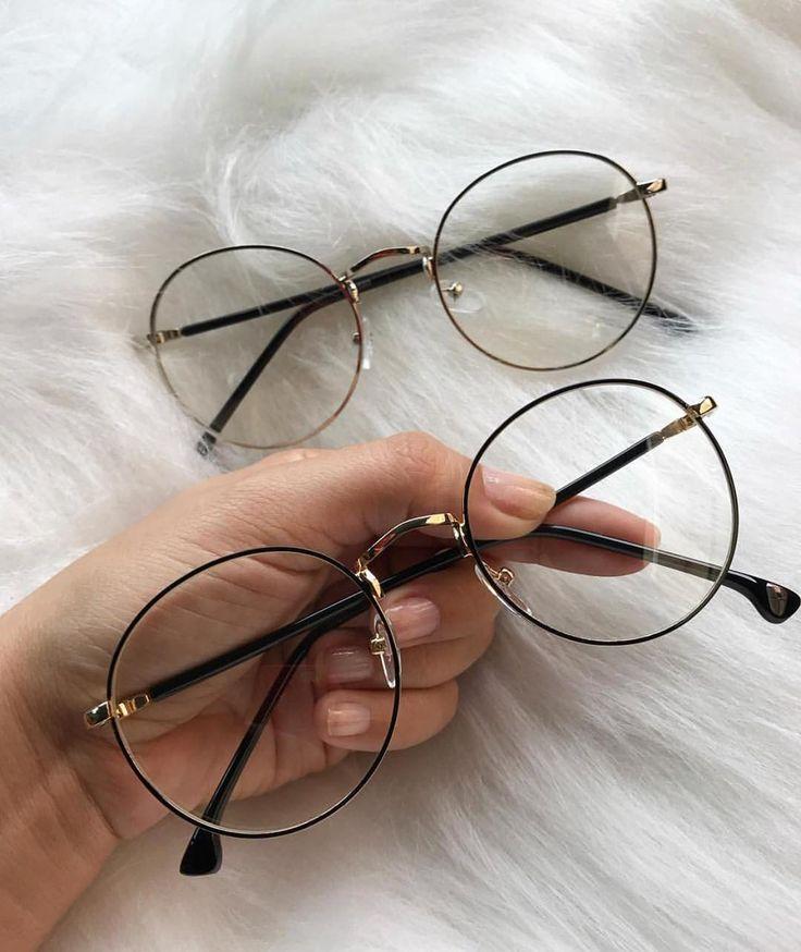 La imagen puede contener: una persona, gafas y gafas de sol