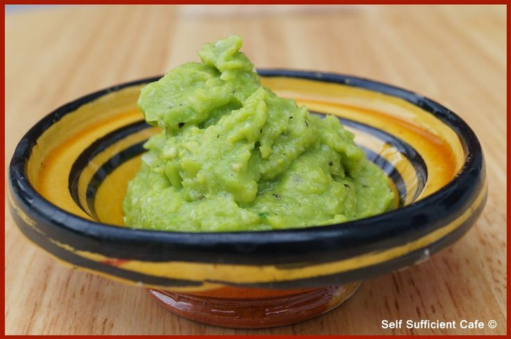 Self Sufficient Cafe: Broad Bean Guacamole