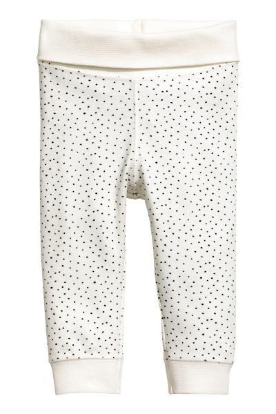 CONSCIOUS. Een tricot broek van zacht, biologisch katoen met een geribde omslag in de taille en een ribboord onder aan de pijpen.