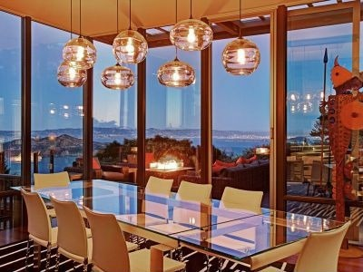 Beehive lighting creates a sense of playfulness in this modern dining space. #diningroom #ocean #interiordesign