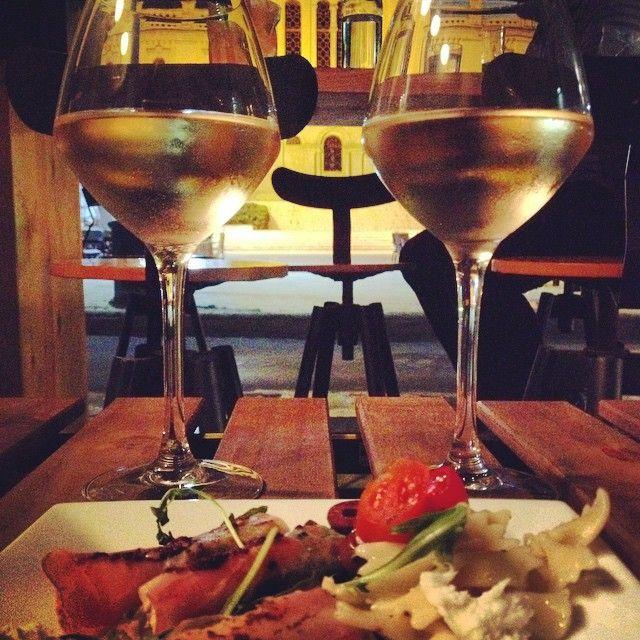 Του #Θεού τα #Δώρα και η #Θεοδώρα #γειαμας #cheers #lifo #ig_crete #winesofcrete