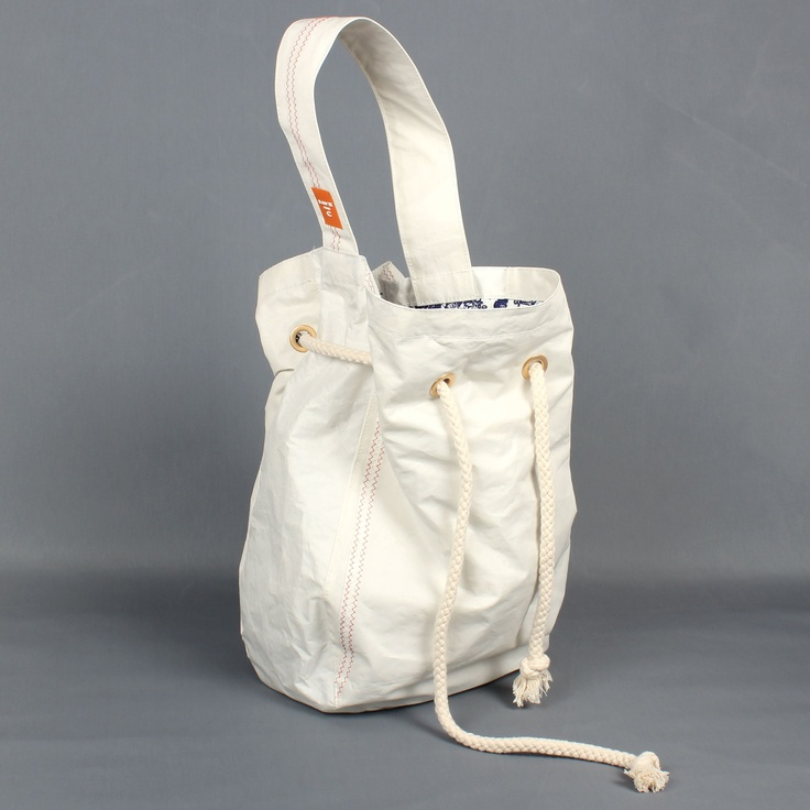 Fanny - a shoulder bag for your every day belongings.
