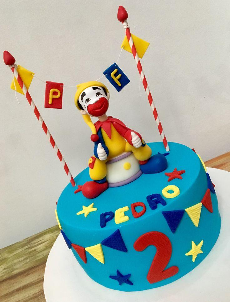 Torta de cumpleaños temática Piñón Fijo.   #libertinapasteleria #clown #pasteleria #pattiserie #torta #cake #pastel #piñonfijo #payaso #circo #circus #vainilla #dulcedeleche #ganache #pasteleriasuperior #ganacheado #bordesfilosos #banderines #ruco #quieroeso #delicioso #delicius