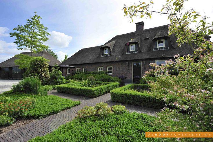 Tuininspiratie De Rooy Hoveniers landelijke tuin boerderijtuin voortuin bestrating Dussen