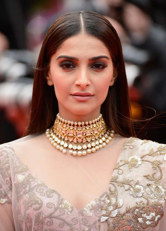 A close look at Sonam Kapoor's nude make-up