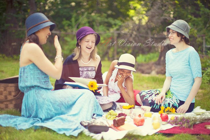 Greenwich, CT lifestyle photographer - Bachelorette picnic photo shoot in Binney park, CT