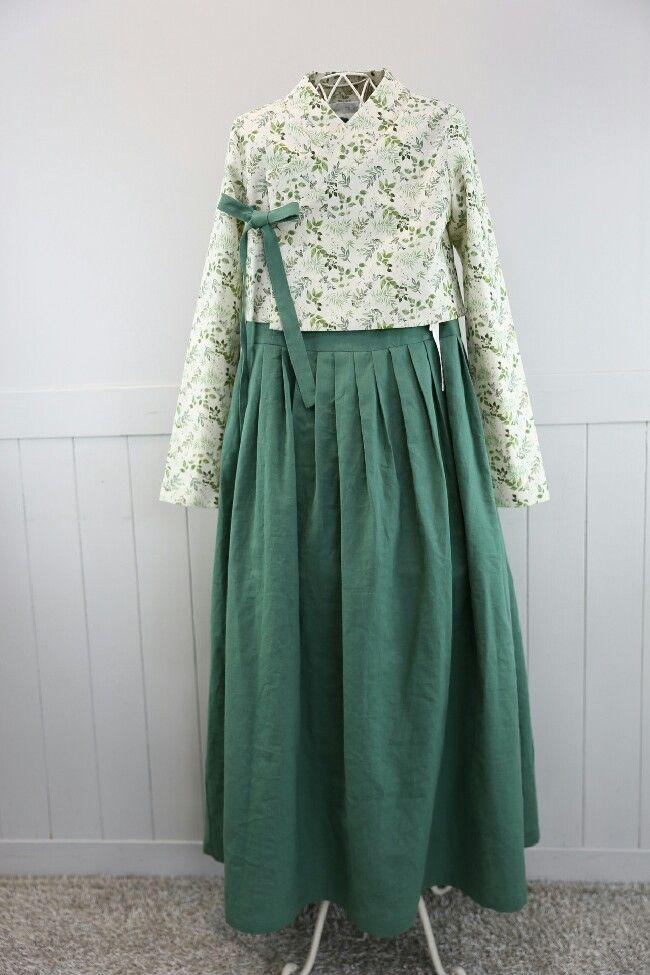 생활한복 입는 예비신부요즘은 결혼을 준비하는 예비부부들 생활한복을 종종 찾으십니다. 그것도 쏘잉별 린...