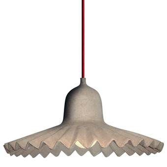 Papier recyclen en gebruiken voor een lampenkap? Je moet er maar opkomen! De Egg of Columbus Hanglamp van Seletti staat prachtig boven de eettafel of in de hal. Het is een eenvoudig, maar verrassend idee voor een bijzondere touch aan je interieur!