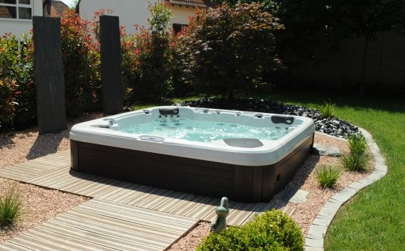 1000 ideas about spa exterieur on pinterest spas spa - Jacuzzi exterieur semi enterre ...